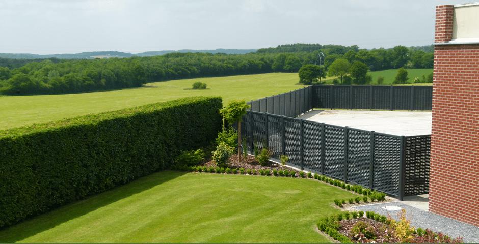 Des panneaux tress s en aluminium pour am nager son jardin for Panneaux exterieurs jardin