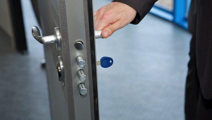 Faire installer une serrure de s curit pour son logement - Serrure de securite porte d entree ...