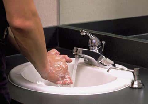 Le lavage des mains, un geste quotidien et simple