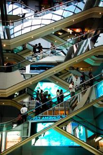 Commerce de proximité ou e-commerce : que choisir ?