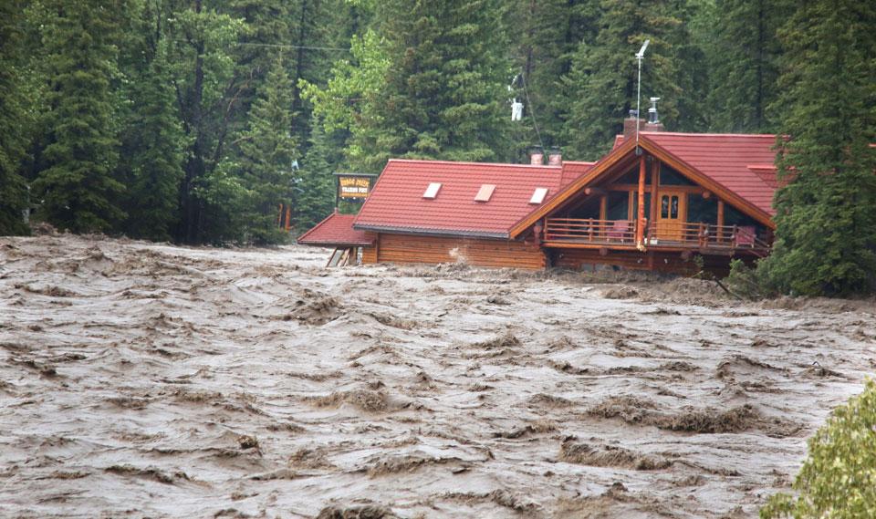 Le nettoyage des inondations en Alberta sera long