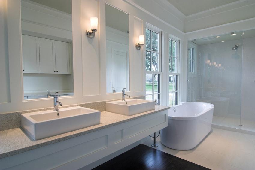 des astuces pour am nager une petite salle de bain. Black Bedroom Furniture Sets. Home Design Ideas