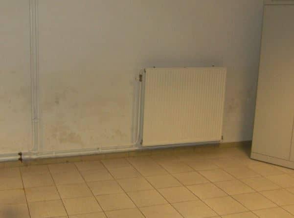 Probl me d 39 humidit dans la maison quelles solutions - Probleme d humidite mur interieur ...