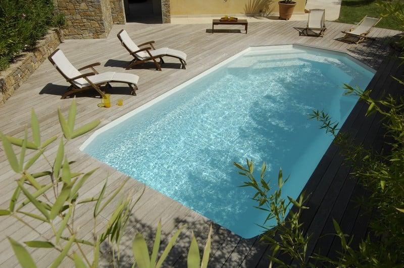 osez la piscine coque polyester. Black Bedroom Furniture Sets. Home Design Ideas