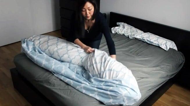 les gestes pour bien mettre sa housse de couette. Black Bedroom Furniture Sets. Home Design Ideas