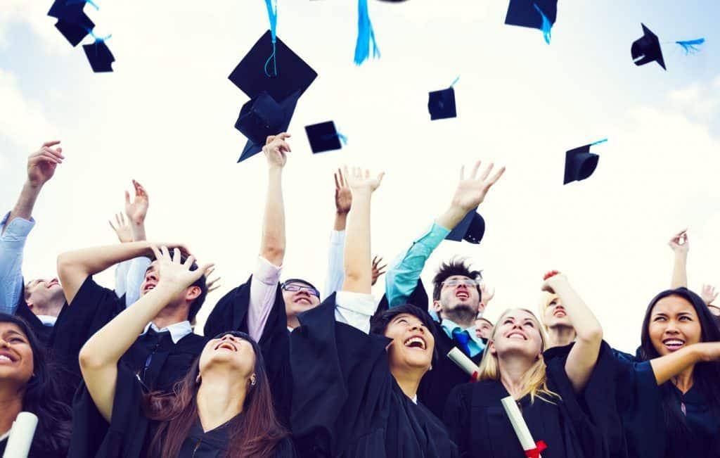 Intégrer une école de commerce pour relancer sa carrière professionnelle