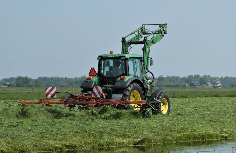 Pourquoi louer son matériel agricole ?