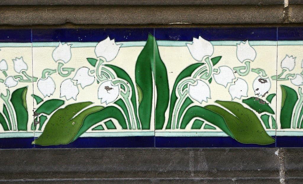 Les avantages de l'usage d'un carrelage adhésif en décoration murale