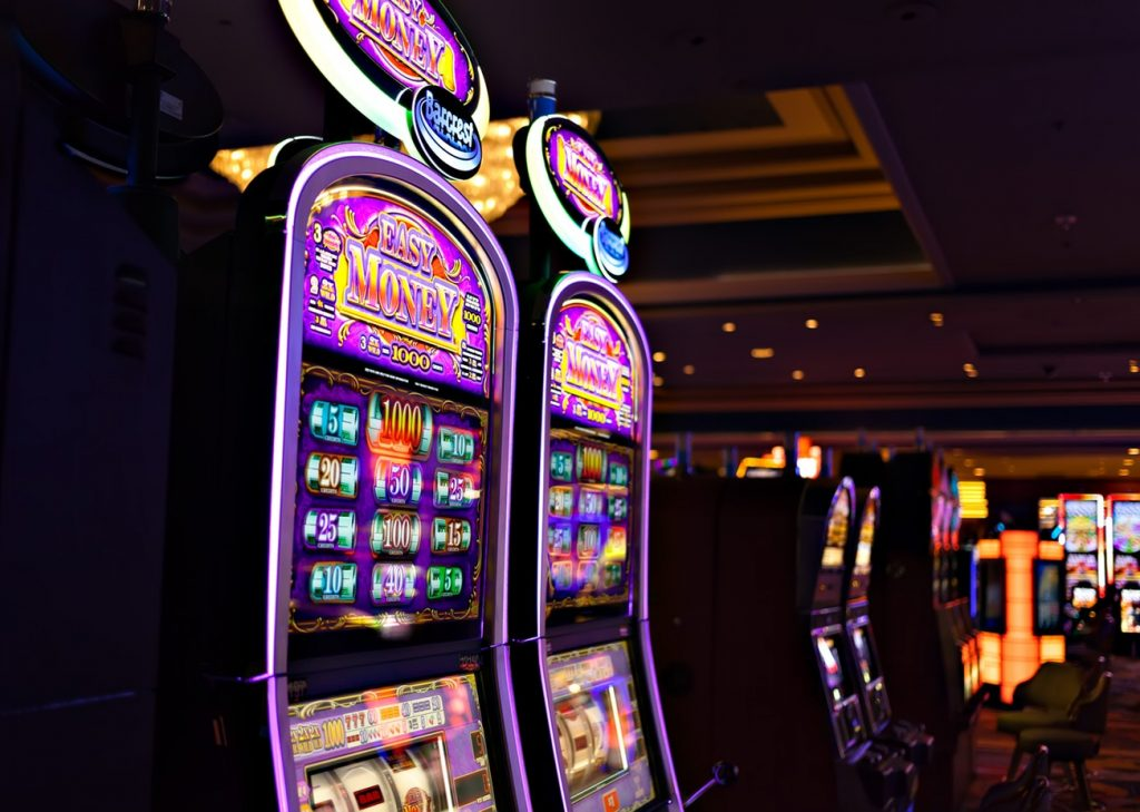Jouer au casino avec de l'argent réel, ce que ça change