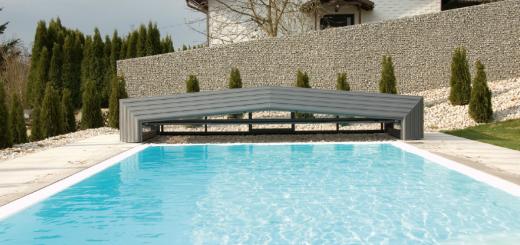 5 avantages à couvrir sa piscine extérieure