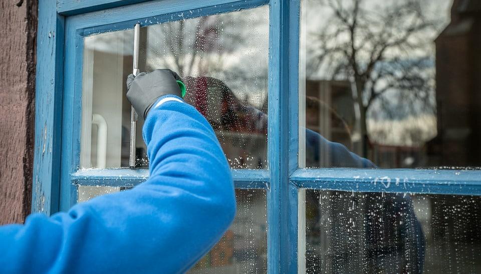 4 astuces pour des vitres étincelantes