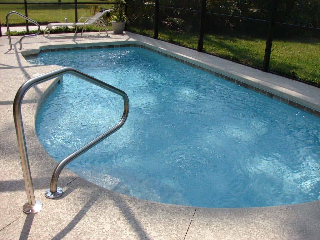 piscine extérieure enterrée