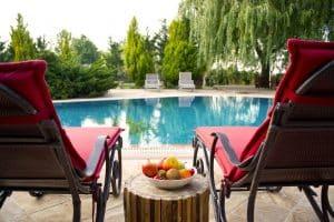 bain de soleil et piscine