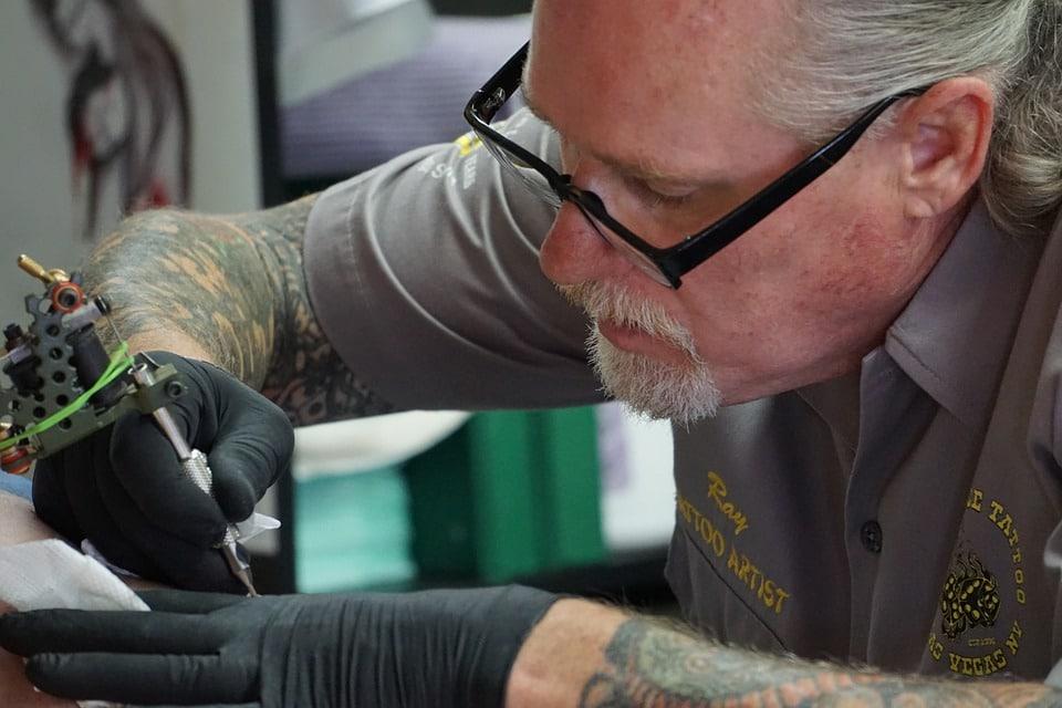 À quelle période de l'année est-il préférable de se faire tatouer?