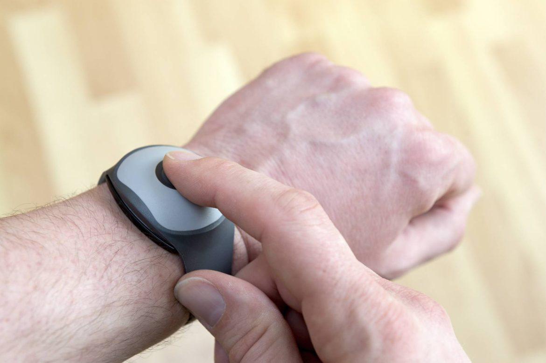 Le bracelet de téléassistance : la technologie au service des séniors